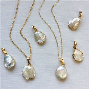Baroque pearl gold plated necklace. NWB.